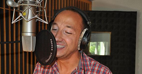 Der beliebte Schweizer Sänger Ritschi spielt auf der CD «Samichlaus der alte Mann» von Sämi Weber den «Techno-Freak»